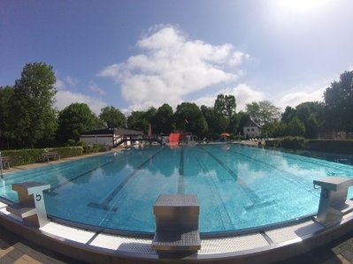 Freibad Sportbecken frontal